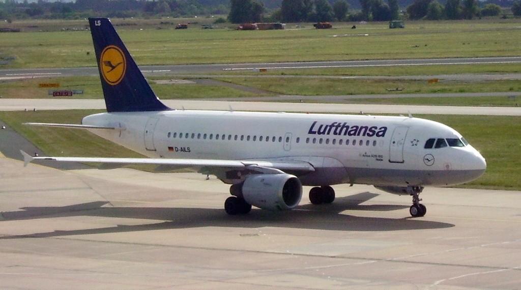 lufthansa_airbus_a319_d-ails